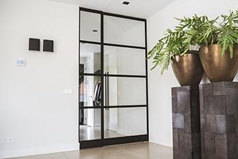 Enkele deur met vaste zijpanelen